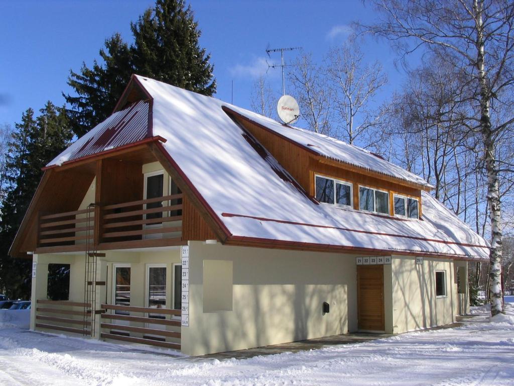 Waide Motelli majutushoone talvel